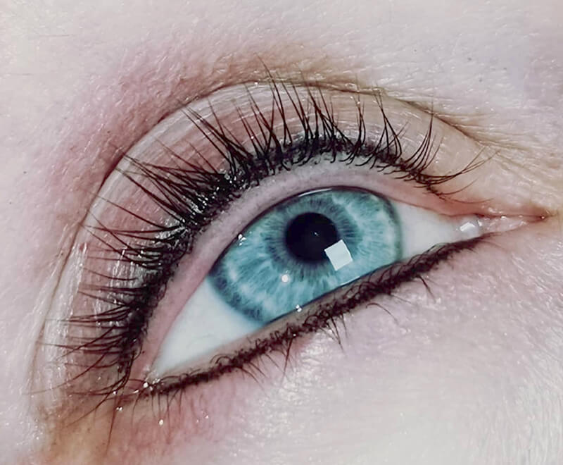 Cosmetic Treatments - Blue eye with thick black eyelashes for Semi Permanent Make-up